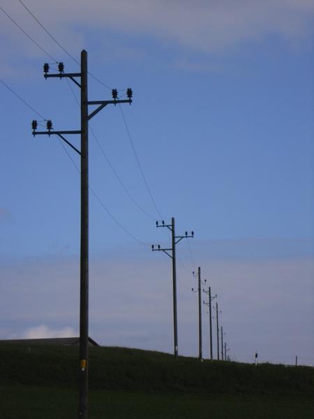 Elektrische Freileitungen, Schwedenkabel und Telefonleitungen | 450 x 600 jpeg 48kB